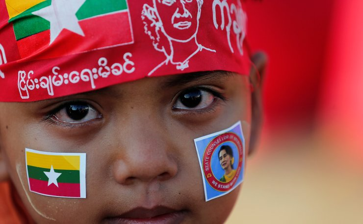 A child looks on as people gather to rally in support of Myanmar State Counsellor Aung San Suu Kyi before she heads off to the International Court of Justice (ICJ), in Yangon, Myanmar December 1, 2019. Reuters