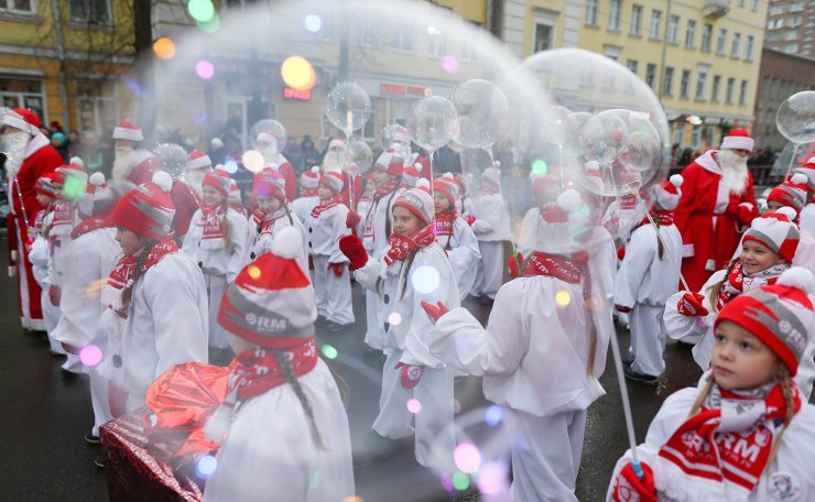 Children seen during a parade of people dressed as Father Frost [Russian equivalent of Santa Claus] in the town of Rybinsk. TASS
