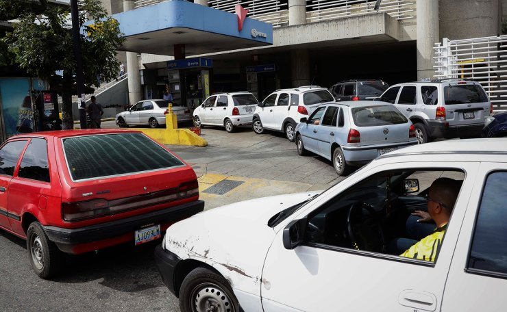 People line up to refuel their vehicles at a gas station in Caracas, Venezuela, 30 December 2019. The rows of vehicles waiting for hours in the different stations to get gasoline returned this Monday to Caracas, as supply failures occured again in several cities. EPA