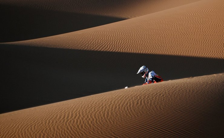 Botswana's motorbike rider Ross Branch drives his KTM  as he competes in the Stage 7 of the Dakar 2020 between Riyadh and Wadi Al Dawasir, Saudi Arabia, on January 12, 2020. AFP