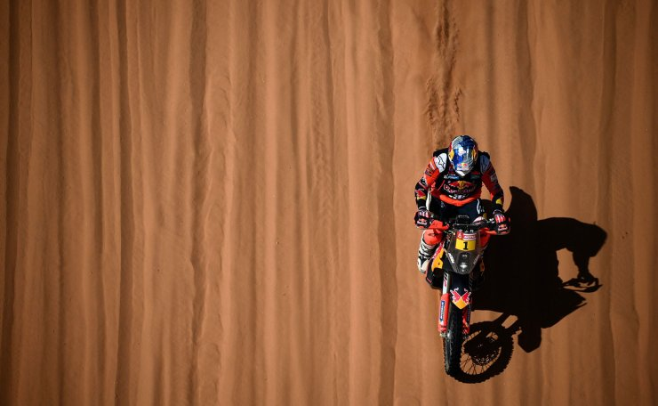 Australia's motorbike rider Toby Price drives  his KTM as he competes in the Stage 7 of the Dakar 2020 between Riyadh and Wadi Al Dawasir, Saudi Arabia, on January 12, 2020. AP