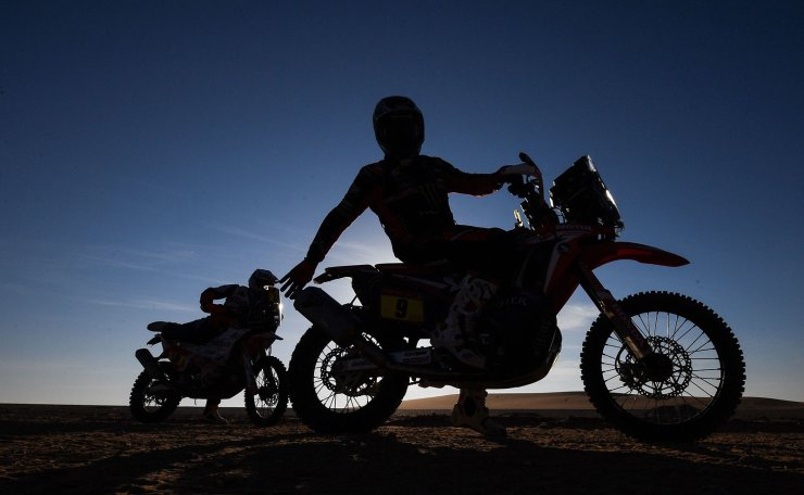 Moto's US rider Ricky Brabec prepares for the start of the stage 12 of the Dakar 2020 between Haradh and Qiddiya, in Haradh, Saudi Arabia, on January 17, 2020. - Moto's US rider Ricky Brabec is ranked first in the general placing for his category. AFP