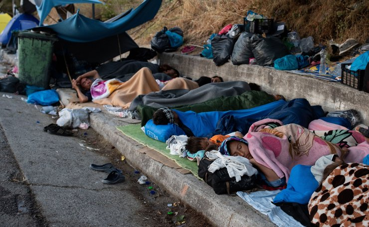 Refugees and migrants from the destroyed Moria camp sleep on the side of a road, on the island of Lesbos, Greece, September 13, 2020. Reuters