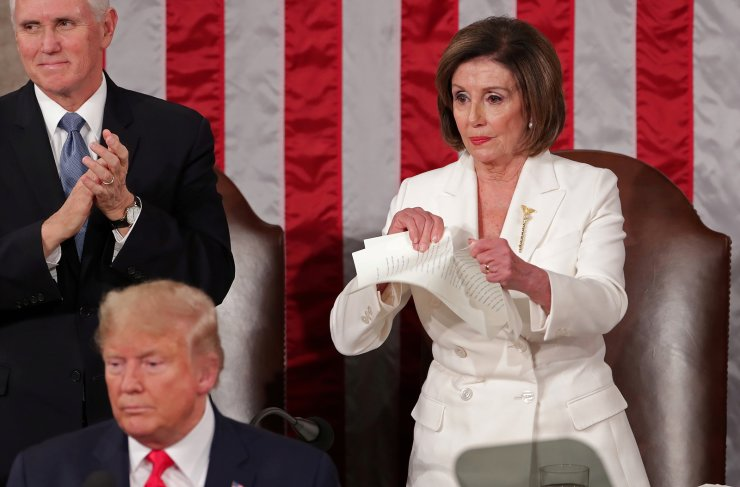Speaker of the House Nancy Pelosi (D-CA) rips up the speech of U.S. President Donald Trump after his State of the Union address to a joint session of the U.S. Congress in the House Chamber of the U.S. Capitol in Washington, U.S. February 4, 2020. REUTERS/Jonathan Ernst