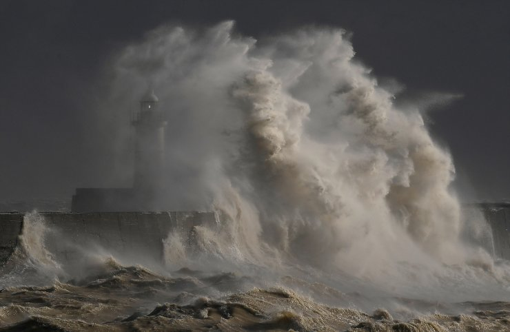 Large waves hit the harbour wall at Newhaven, Britain, February 11, 2020.  REUTERS/Toby Melville