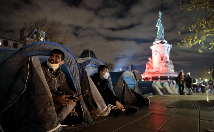 Hundreds of migrants and refugees that have not been evacuated from a makeshift migrant camp in Saint-Denis on 17 November, install tents with the support of associations and organisations on Republic Square in Paris, France, 23 November 2020. EPA