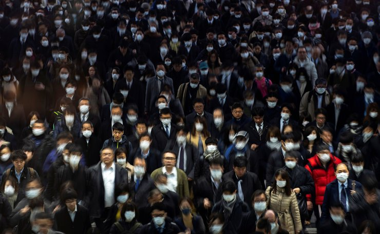 Crowds wearing protective masks, during the coronavirus disease (COVID-19) outbreak, are seen at Shinagawa station in Tokyo, Japan, March 2, 2020.  REUTERS