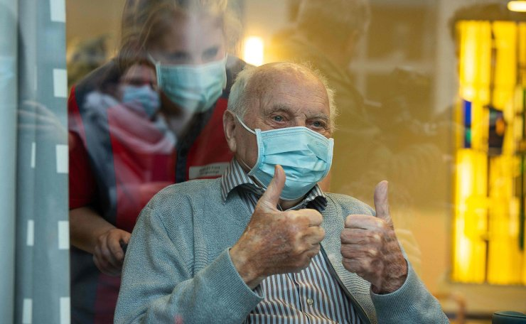 The 96-year-old Jos Hermans, the first Belgian who will receive Pfizer-BioNTech coronavirus vaccine, gives a thumbs up during a press conference concerning the start of the Belgian Covid-19 vaccination campaign, at the city hall in Puurs on December 22, 2020. AFP