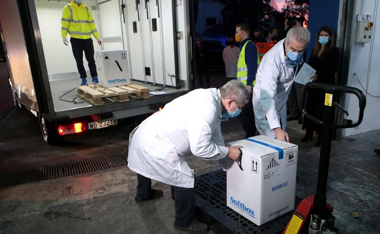 Health workers receive the first batch of the Pfizer-BioÎTech vaccines against covid-19, in Athens, Greece, 26 December 2020. The first batch vaccines against the coronavirus arrived in Greece by refrigerator trucks through Promahonas, the border crossing with Bulgaria, on the night of Christmas Eve. On 28 December, Greek President Katerina Sakellaropoulou and Prime Minister Kyriakos Mitsotakis will be vaccinated. EPA