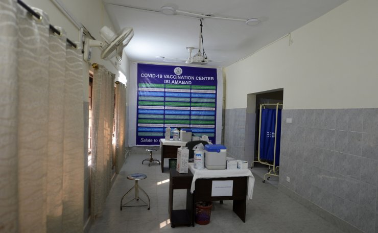Photo taken on Feb. 1, 2021 shows the interior of a COVID-19 vaccination center at a local hospital on the outskirts of Islamabad, capital of Pakistan. Xinhua