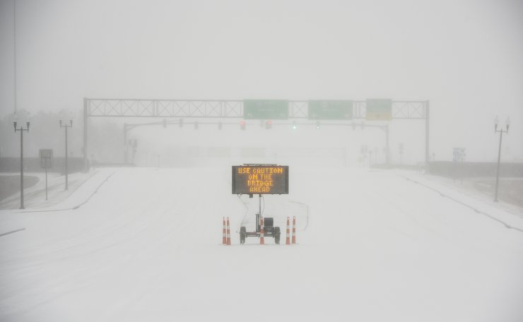 A sudden heavy bout of snow and frozen rain makes visibility low on MS Hwy. 463 in Madison, Miss., early Monday morning, Feb. 15, 2021. According to the National Weather Service in Jackson, Miss., a winter storm warning continues for all counties. AP