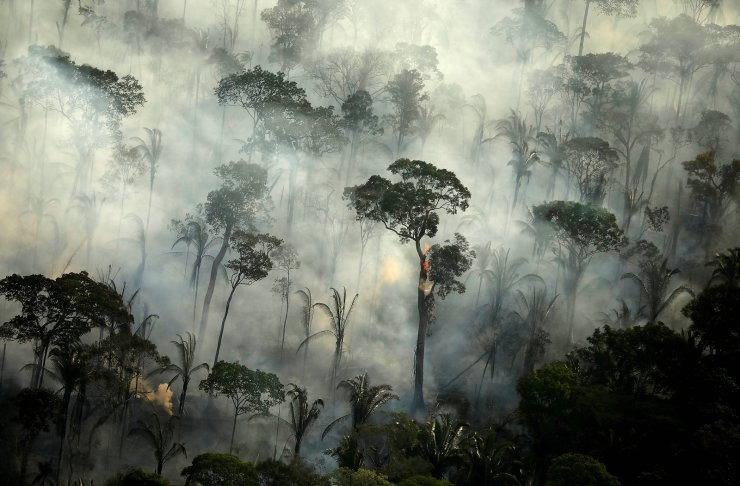 Smoke billows from a fire in an area of the Amazon rainforest near Porto Velho, Rondonia State, Brazil, September 10, 2019. REUTERS