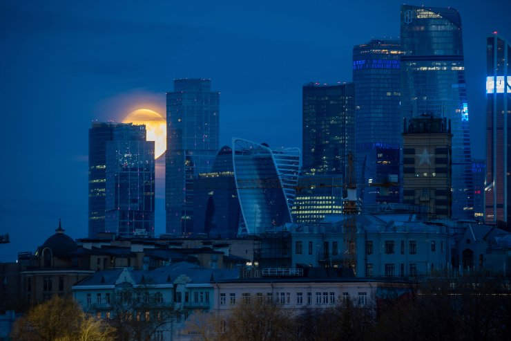 A full moon shines over the Moscow International Business Center. TASS