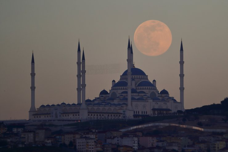The full moon, also known as the Supermoon, rises above the Camlica Mosque in Istanbul, Turkey, April 26, 2021. REUTERS