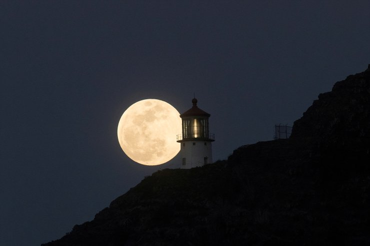 A Super Flower Moon rises over the Makapuu lighthouse in east Oahu, Honolulu, Hawaii, U.S., May 25, 2021. Picture taken May 25, 2021. Reuters