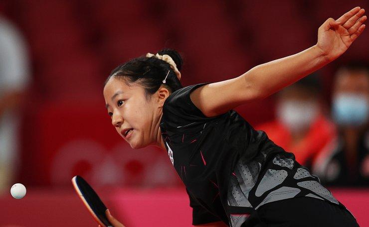 Tokyo 2020 Olympics - Table Tennis - Women's Singles - Round 3 - Tokyo Metropolitan Gymnasium - Tokyo, Japan - July 27, 2021.  Shin Yubin of South Korea in action against Doo Hoi Kem of Hong Kong. REUTERS