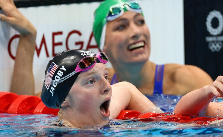 Tokyo 2020 Olympics - Swimming - Women's 100m Breaststroke - Final - Tokyo Aquatics Centre - Tokyo, Japan - July 27, 2021.  Lydia Jacoby of the United States reacts after winning the gold medal. REUTERS