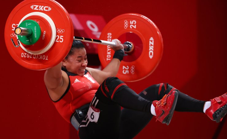 Tokyo 2020 Olympics - Weightlifting - Women's 64kg - Group B - Tokyo International Forum, Tokyo, Japan - July 27, 2021. Sema Ludrick Rivas of Nicaragua reacts after failing a lift. REUTERS