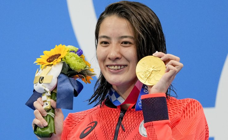 Yui Ohashi, of Japan, poses with her gold medal after winning the women's 200-meter individual medley final at the 2020 Summer Olympics, Wednesday, July 28, 2021, in Tokyo, Japan. AP
