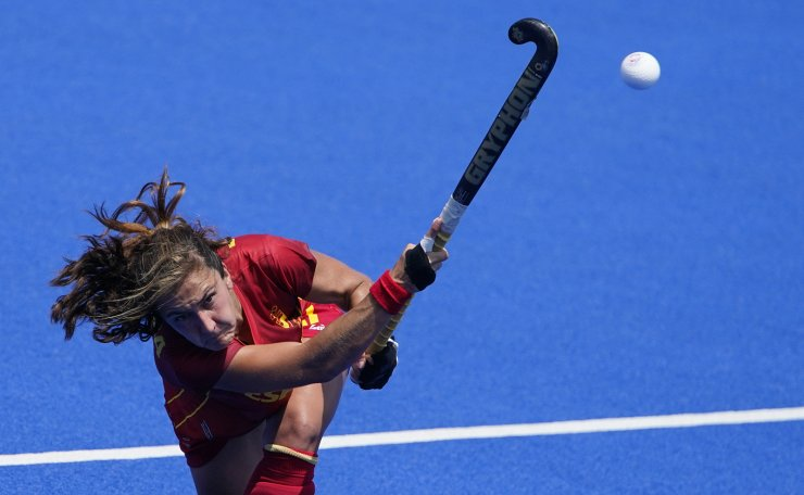 Spain's Lola Riera Zuzuarregui (17) passes against New Zealand during a women's field hockey match at the 2020 Summer Olympics, Wednesday, July 28, 2021, in Tokyo, Japan. AP