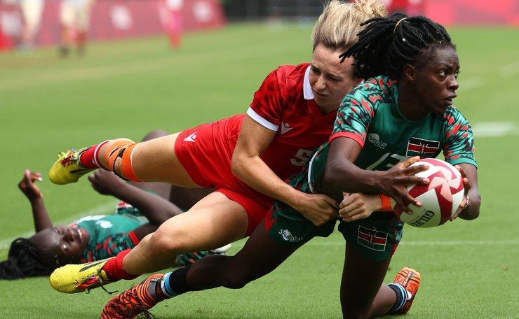 Tokyo 2020 Olympics - Rugby Sevens - Women - Final 9-10 - Canada v Kenya - Tokyo Stadium - Tokyo, Japan - July 31, 2021. Diana Ochieng of Kenya in action with Julia Greenshields of Canada. REUTERS