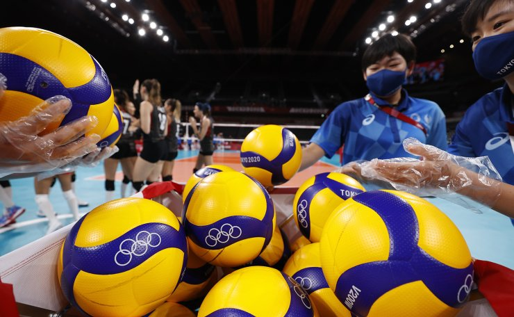 Tokyo 2020 Olympics - Volleyball - Women's Pool B - The Russian Olympic Committee v Turkey - Ariake Arena, Tokyo, Japan ? August 2, 2021. Staff members collect balls. REUTERS