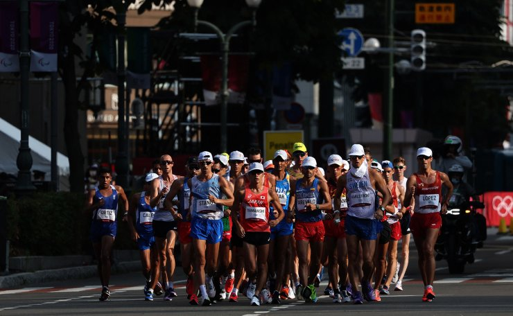 Athletes compete in the men's 20km race walk final during the Tokyo 2020 Olympic Games at the Sapporo Odori Park in Sapporo on August 5, 2021. AFP