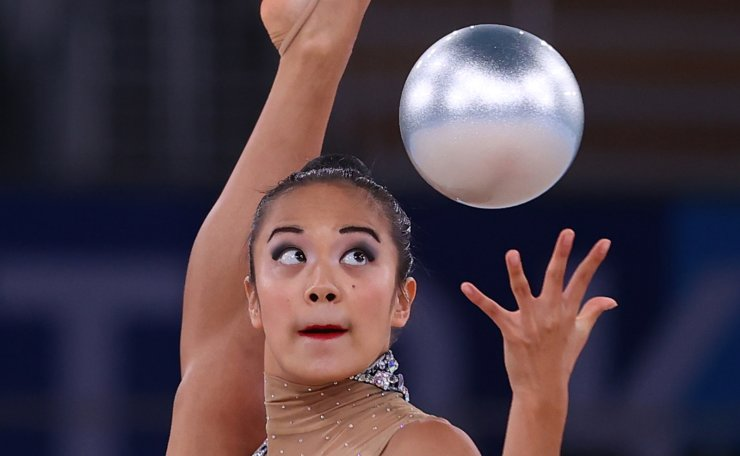 Gymnastics - Rhythmic - Individual All-Around - Qualification - Rotation 1 & 2 - Ariake Gymnastics Centre, Tokyo, Japan - August 6, 2021. Laura Zeng of the United States in action with ball. REUTERS
