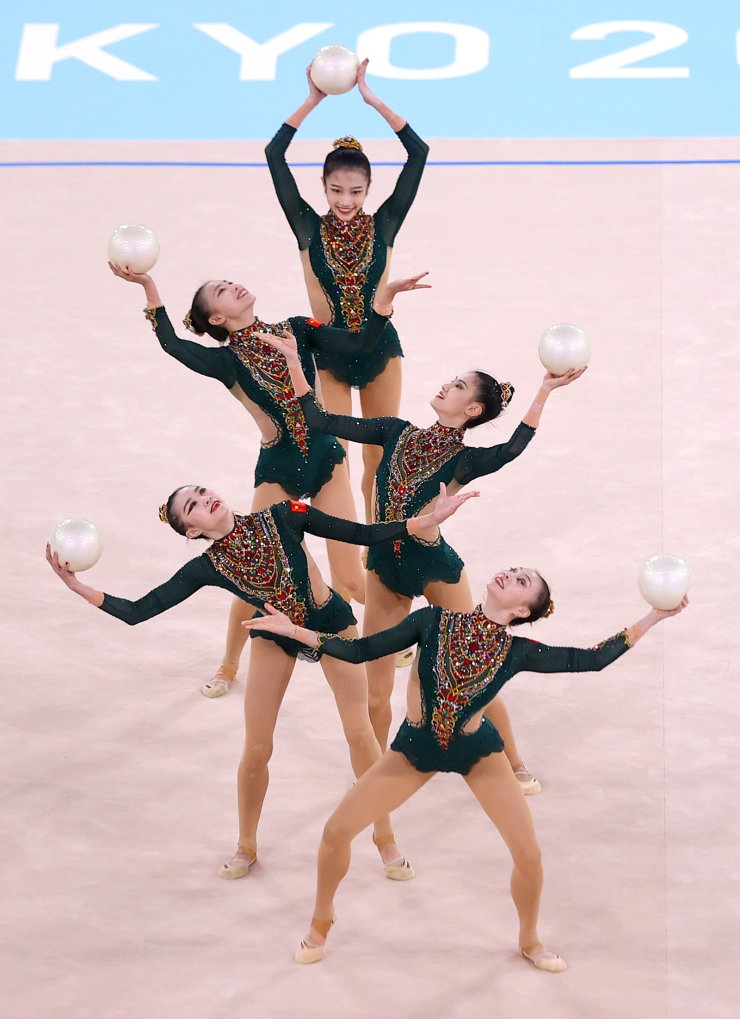 Tokyo 2020 Olympics - Gymnastics - Rhythmic - Group All-Around - Qualification - Ariake Gymnastics Centre, Tokyo, Japan - August 7, 2021. Team China in action with balls. REUTERS