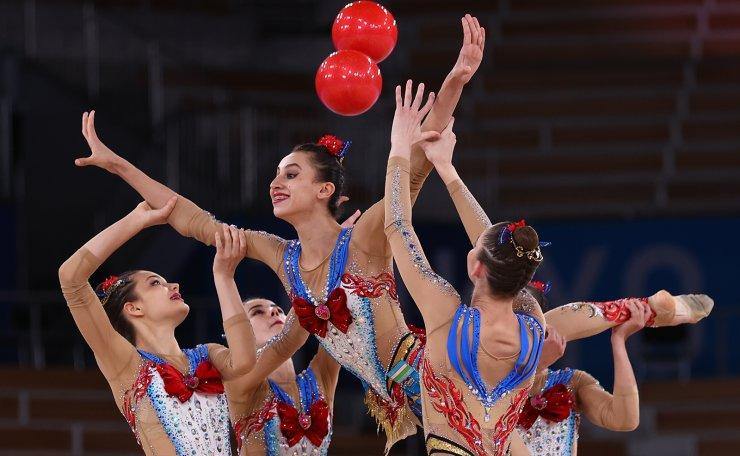 Tokyo 2020 Olympics - Gymnastics - Rhythmic - Group All-Around - Qualification - Ariake Gymnastics Centre, Tokyo, Japan - August 7, 2021. Team Uzbekistan in action with balls. REUTERS