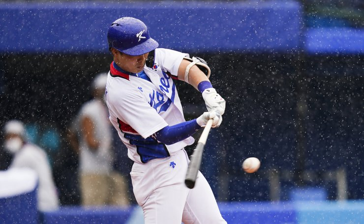 South Korea's Kunwoo Park hits a RBI single during the second inning of the bronze medal baseball game against the Dominican Republic at the 2020 Summer Olympics, Saturday, Aug. 7, 2021, in Yokohama, Japan. AP