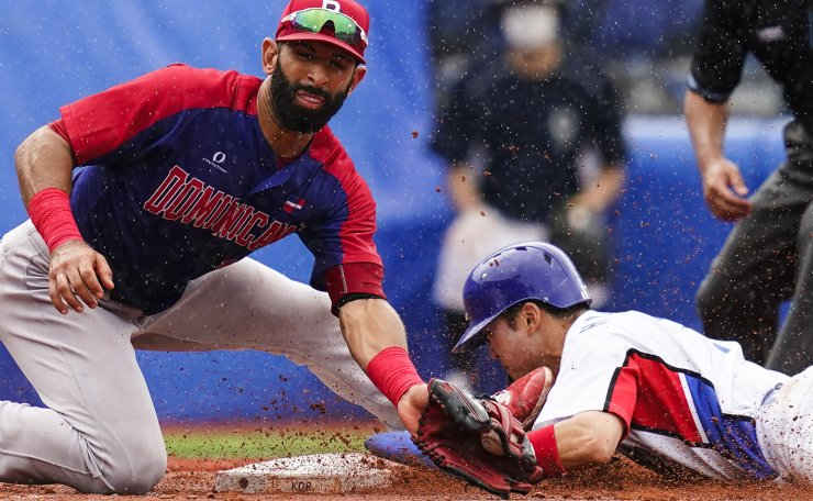South Korea's Hae Min Park steals third past Dominican Republic's Jose Bautista during the fifth inning of the bronze medal baseball game at the 2020 Summer Olympics, Saturday, Aug. 7, 2021, in Yokohama, Japan. AP