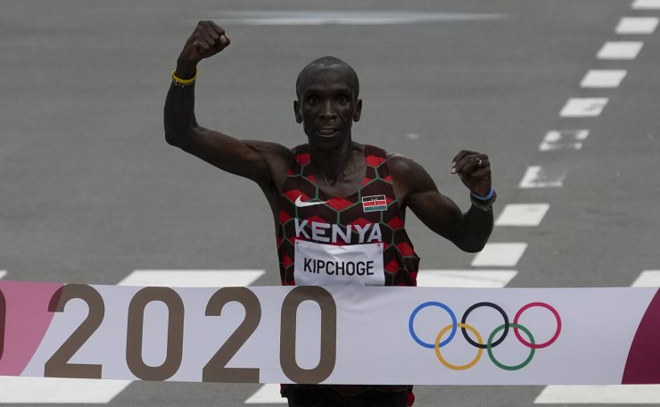 Eliud Kipchoge, of Kenya, celebrates after winning the gold medal in the men's marathon at the 2020 Summer Olympics, Sunday, Aug. 8, 2021, in Sapporo, Japan. AP
