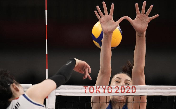 Korea's Park Jeongah, left, spikes as Serbia's Tijana Boskovic defends during the bronze medal match in women's volleyball at the 2020 Summer Olympics, Sunday, Aug. 8, 2021, in Tokyo, Japan. AP