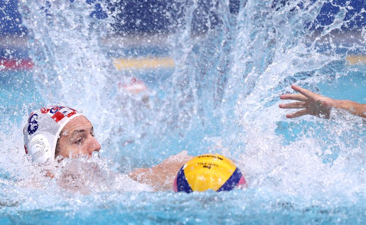 Tokyo 2020 Olympics - Water Polo - Men - Final 5-6 - Croatia v United States - Tatsumi Water Polo Centre, Tokyo, Japan - August 8, 2021. Andro Buslje of Croatia in action. REUTERS