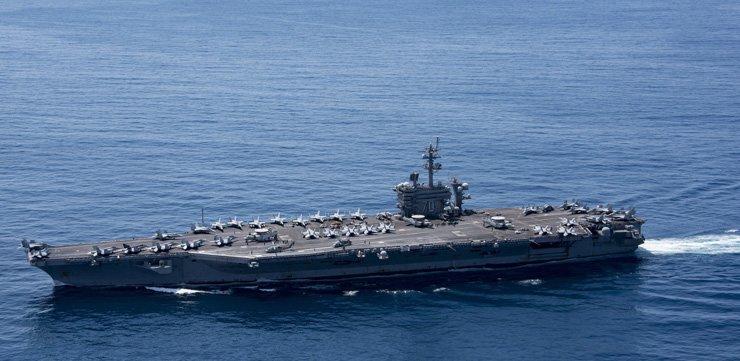 The aircraft carrier USS Carl Vinson (CVN 70) transits the Indian Ocean, April 15. / Reuters-Yonhap