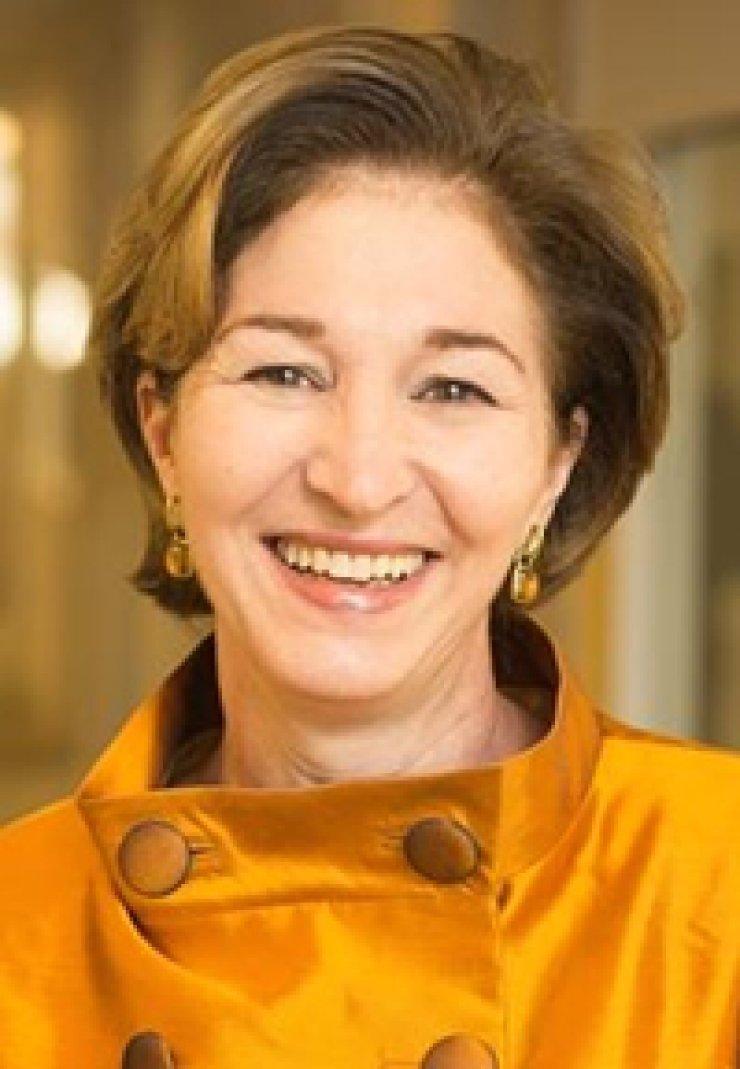 Anne-Marie SlaughterKazumi Hoshino-Macdonald