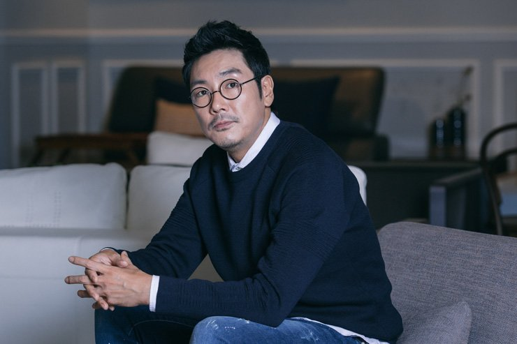 Actor Cho Jin-woong poses before an interview with Hankook Ilbo, a sister paper of The Korea Times, at Samcheong-dong, Seoul, Tuesday. /Courtesy of Wiki Company