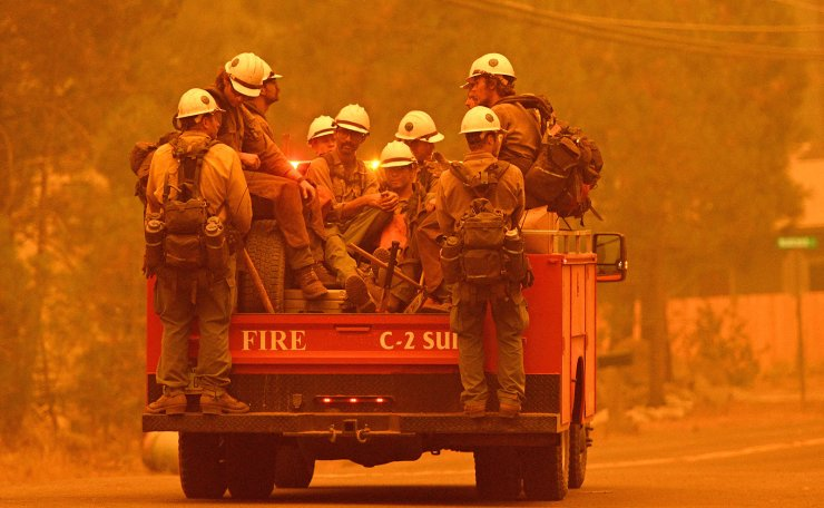 Firefighters arrive at the scene as flames from the Caldor fire push into South Lake Tahoe, California on August 30, 2021. AFP