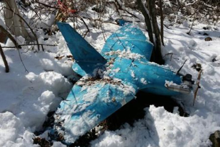 An unmanned aerial vehicle lies crashed on a mountain in Samcheok, Gangwon Province, Sunday. The military suspects it flew from North Korea to snoop on important facilities in the South. / Courtesy of Ministry of Defense