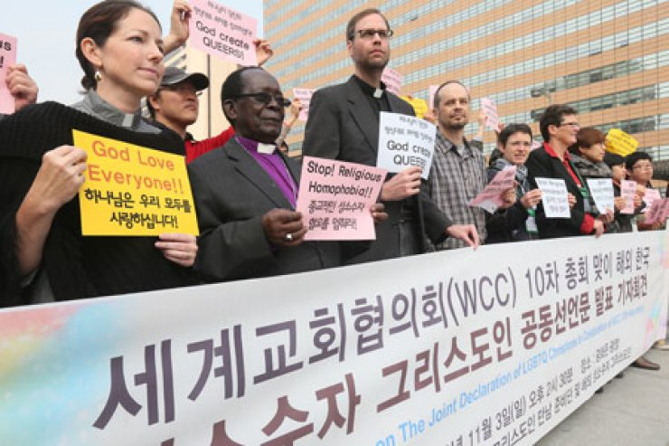Sexual minority Christians and their supporters from Korea and 11 countries, including Canada, Denmark and South Africa, stage a rally at Gwanghwamun Plaza in downtown Seoul, Sunday, protesting discrimination against homosexuals and lesbians, following the 10th Assembly of the World Council of Churches held in Busan last week.  / Yonhap