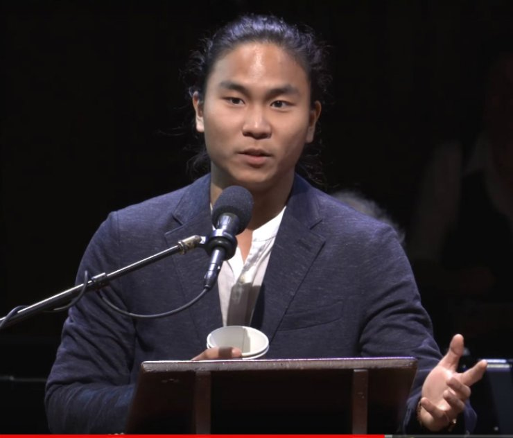 Han Ji-won speaks during the 27th First Annual Ig Nobel Prize ceremony at Harvard University's Sanders Theater in Boston, Thursday, in this screen-capture from YouTube.