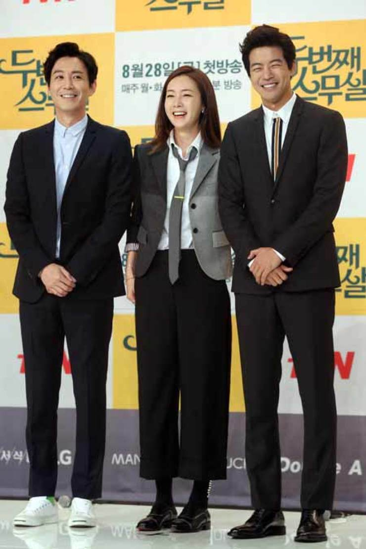 Actress Choi Ji-woo, center, poses with co-stars at a press conference for her latest drama 'Twenty Again.' / Yonhap