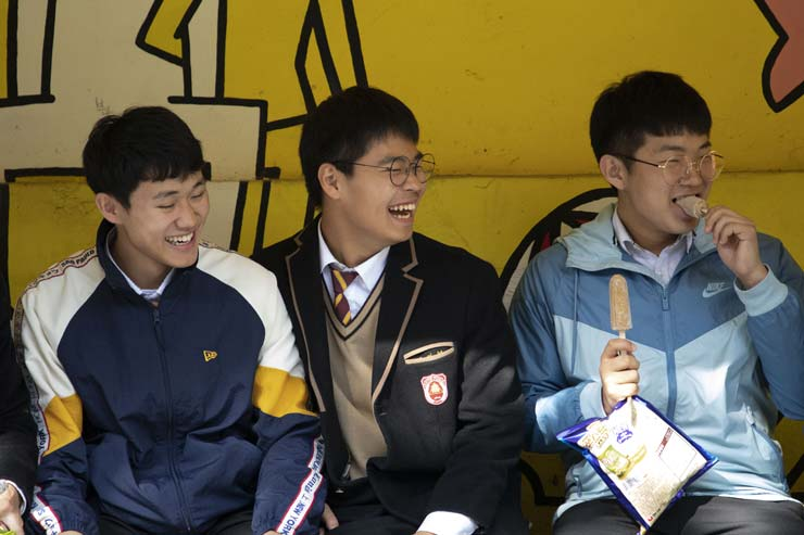 Kim Jae-ryeol, the grand prize winner of the Korea Multicultural Youth Awards to be presented by the minister of gender equality and family, smiles during an interview with The Korea Times at Hyunpung High School in Daegu, Nov. 7. / Korea Times photo by Choi won-suk