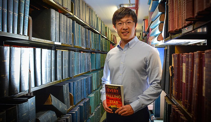 Lee Sung-ju, a former North Korean child beggar and now aspiring to become an international affairs expert, poses with his English book 'Every Falling Star' at a Manchester library last year. / Courtesy of Lee Sung-ju