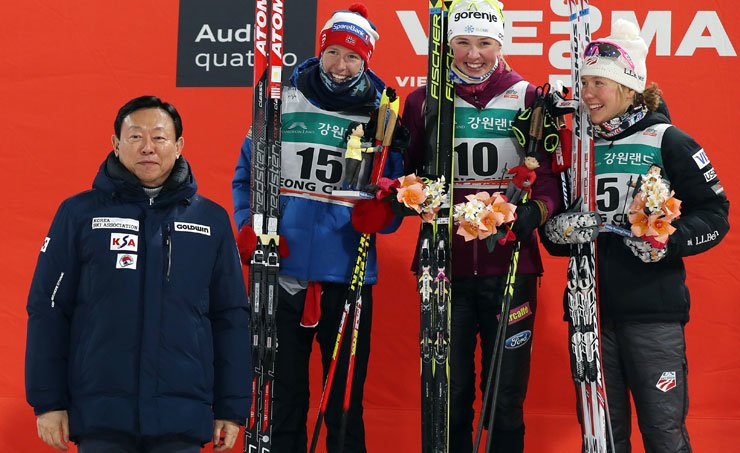 Lotte Group Chairman Shin Dong-bin, left, poses with the winners of the women's classic sprint event at the FIS Cross-Country World Cup at Alpensia Cross-Country Skiing Center in PyeongChang, Gangwon Province, Friday. / Yonhap