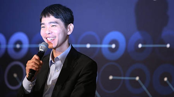 World go champion Lee Se-dol smiles at a news conference after he defeated AlphaGo for the first time in the fourth of a five-game match against the Google's artificial intelligence program at the Four Seasons Hotel, Seoul, Sunday. / Yonhap
