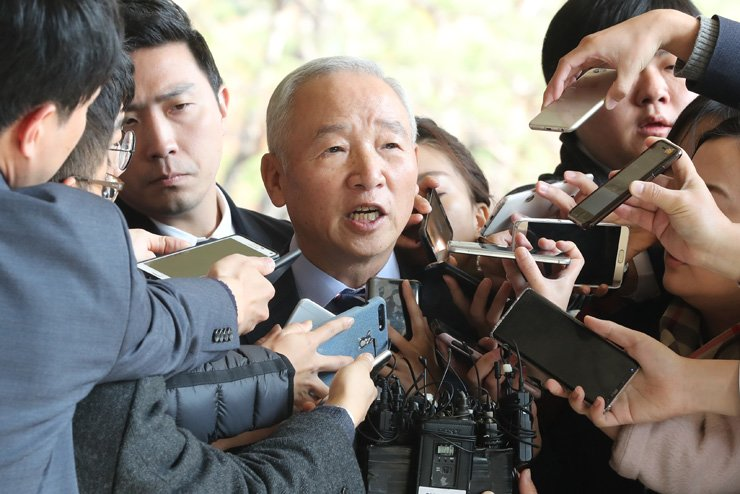 Nam Jae-joon, former chief of the National Intelligence Service, speaks to reporters as he enters the Seoul Central District Prosecutors' Office in southern Seoul, Wednesday. / Yonhap