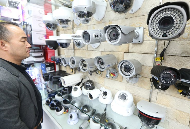 With 8 million surveillance cameras operating everywhere from train stations to streets, Korea is now one of the most-watched nations in the world. / Yonhap