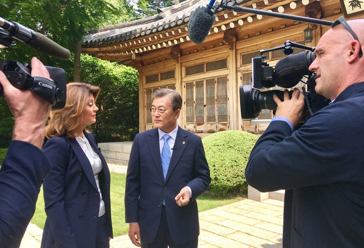President Moon Jae-in holds an interview with the U.S. broadcaster CBS' news program 'This Morning' at Cheong Wa Dae in Seoul, Tuesday. Earlier in the day, Moon offered condolences to the family of Otto Warmbier, a U.S. student who died after being returned home in a coma following 17 months of detention in North Korea, and criticized the North's human rights abuses. / Courtesy of Cheong Wa Dae